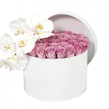 Букет №12 из  нежных роз и белой орхидеи (30 роз)