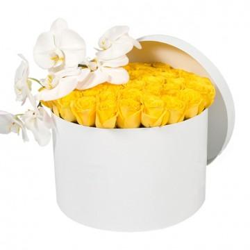 Букет №25 из желтых роз и белой орхидеи (50 роз)